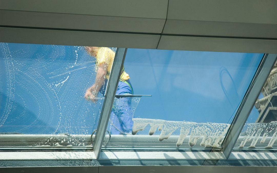 Jak skutecznie umyć okna?